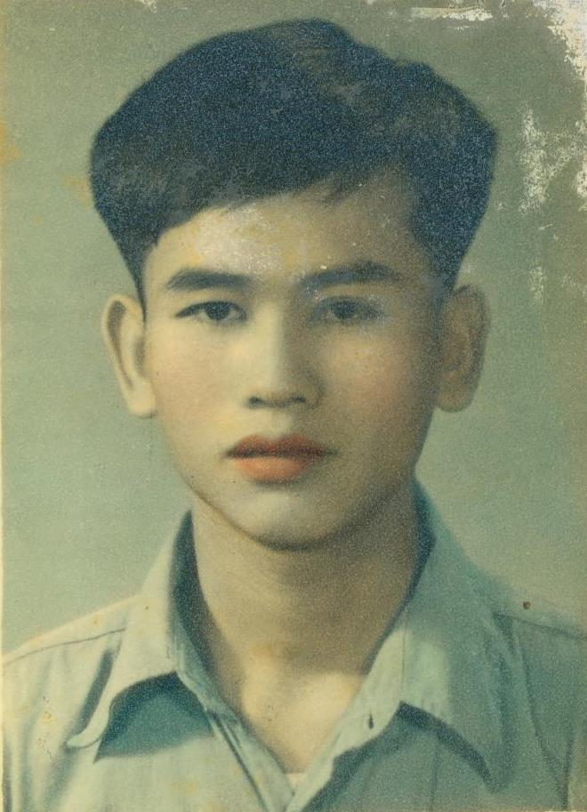 Hand-colored portrait. Photo: Lee Fook Weng