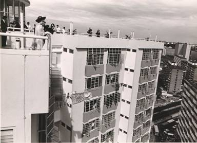 Her Majesty Queen Elizabeth II on the rooftop of Toa Payoh's VIP Flat at Blk 53 Lorong 5, during her visit in 1972. Photo: www.toapayoh.com